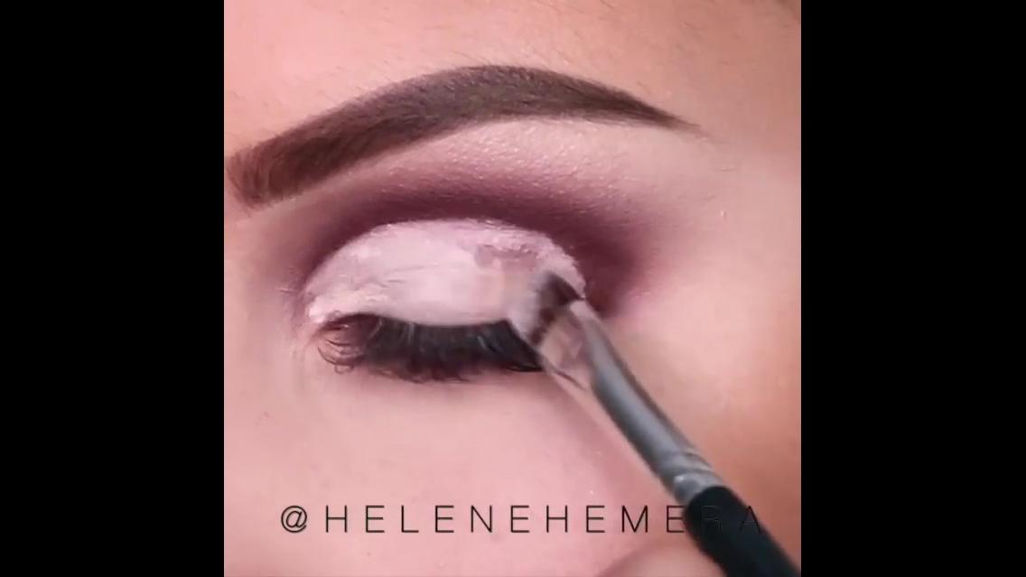 Maquiagem com sombra rosa e marrom