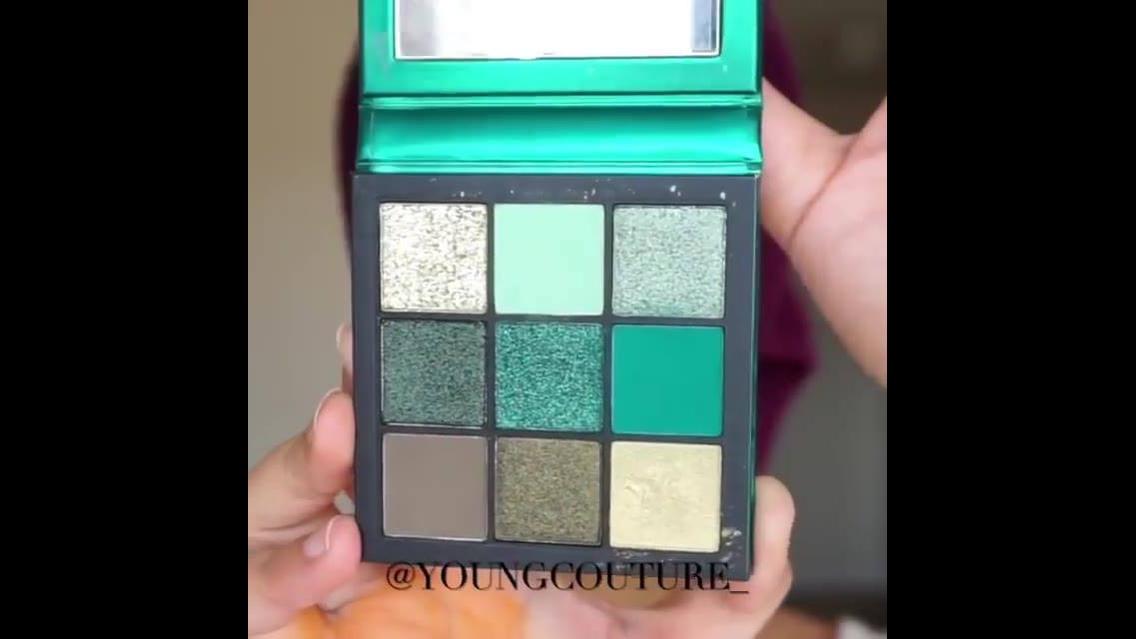 Maquiagem com sombra verde e contornos