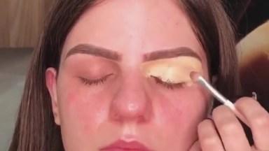 Maquiagem Com Sombra Vermelha, Fica Muito Legal, Confira!