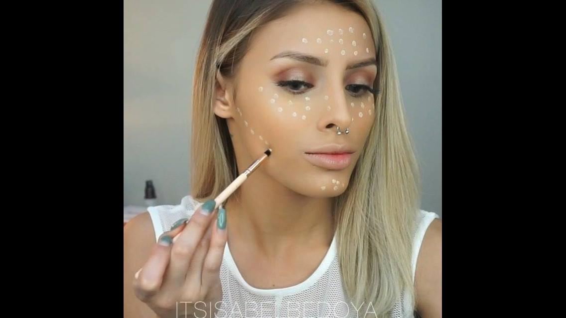 Maquiagem completa com sombra maravilhosa e batom de cor nude