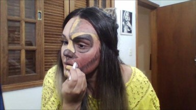 Maquiagem Diferente Em Cada Lado Do Rosto, Será Que Essa Moda Pega?