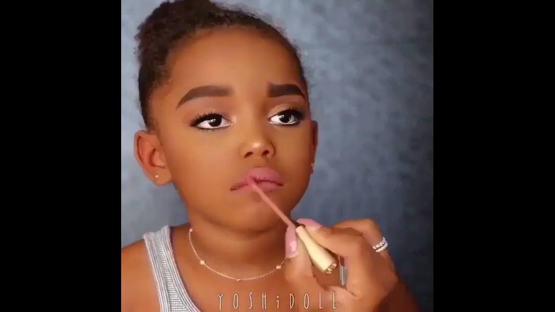 Maquiagem infantil que a transformou em personagem de desenho