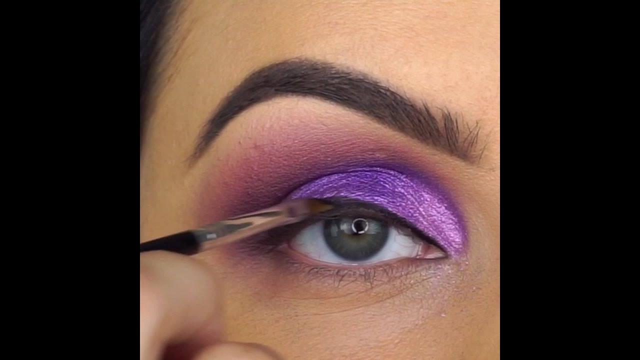 Maquiagem lilás com cílios postiços