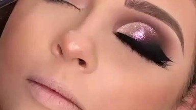 Maquiagem Para Os Olhos Com Brilho, Esfumado E Delineado, Muito Lindo!