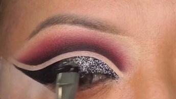 Maquiagem Para Os Olhos Com Delineado Preto Com Glitter, Maravilhosa!