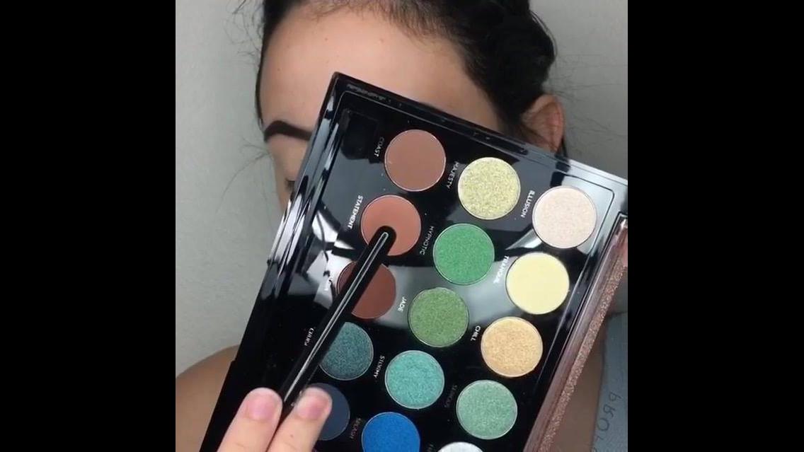 Maquiagem suave com sombra azul e esfumado marrom perfeita para o dia a dia!!!