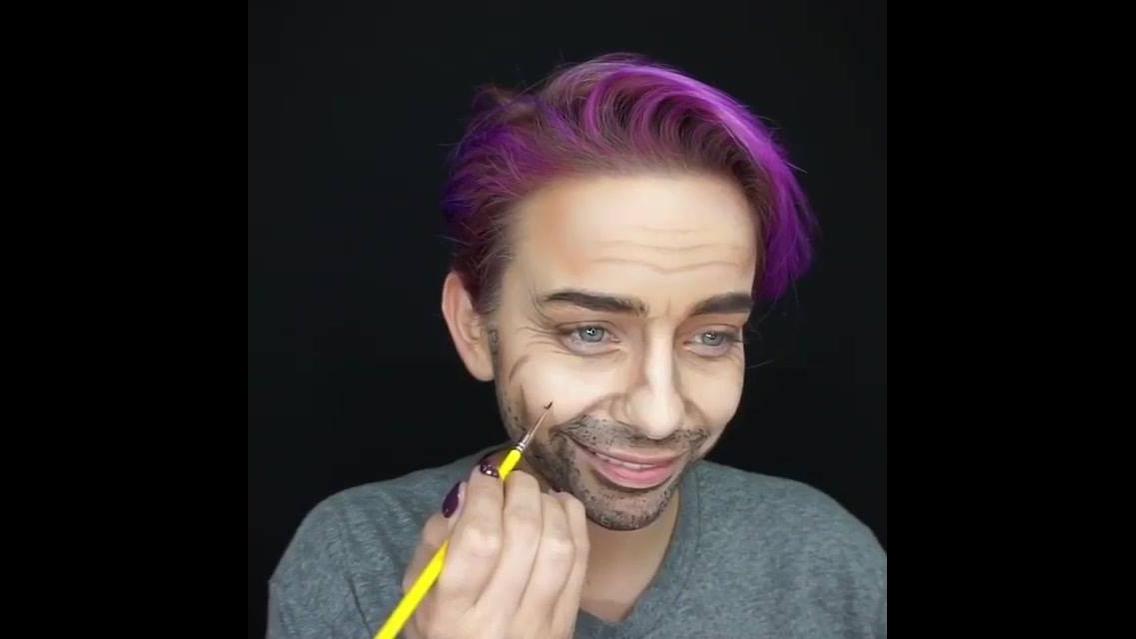 Mulher se transforma em homem apenas com maquiagem