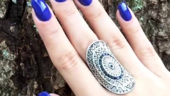 O Esmalte Azul Mais Lindo Que Você Já Viu, Compartilhe No Facebook!