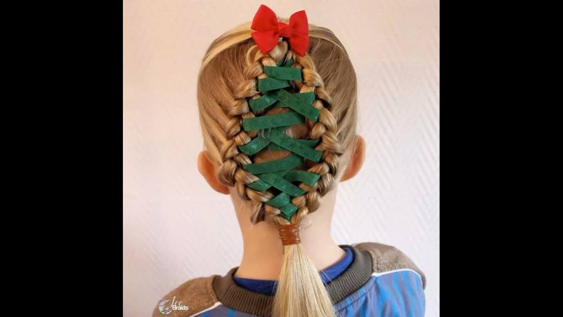 Penteado com arvore de natal feito com fita para meninas
