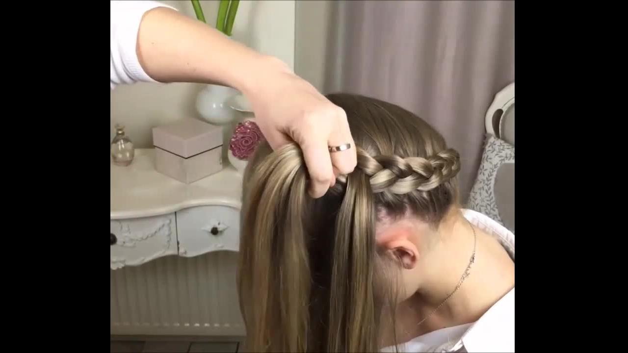 Penteado com trança em volta de toda a cabeça, fica lindo e diferente!
