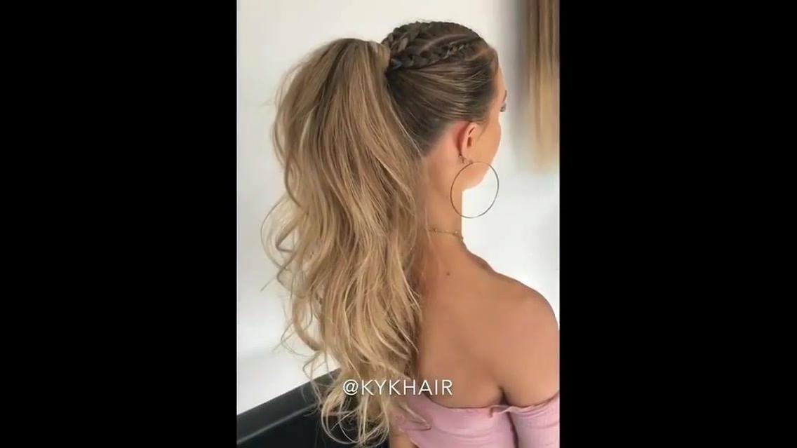 Penteado com tranças e resto do cabelo enrolado