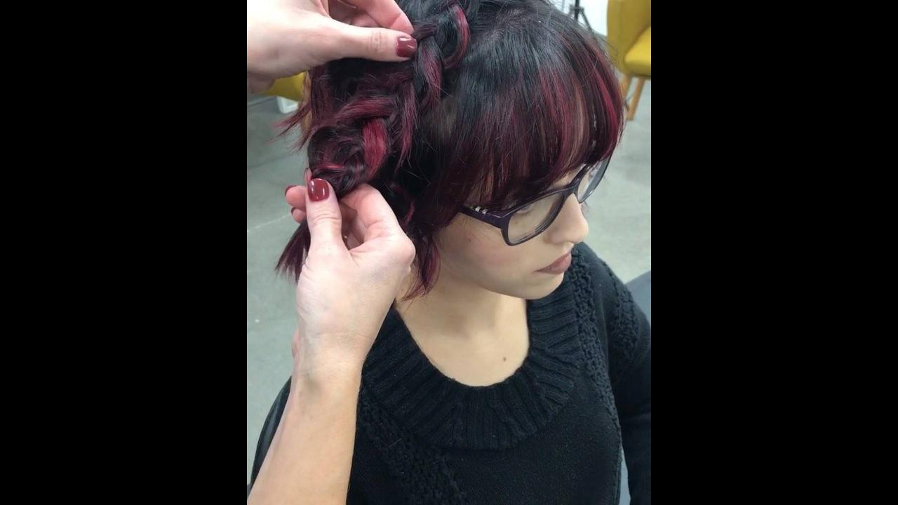 Penteado em cabelo curto com trança