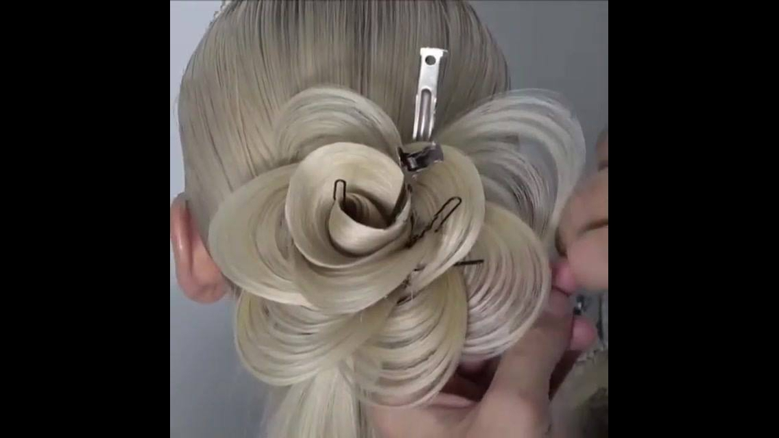 Penteado em formato de rosa com o próprio cabelo