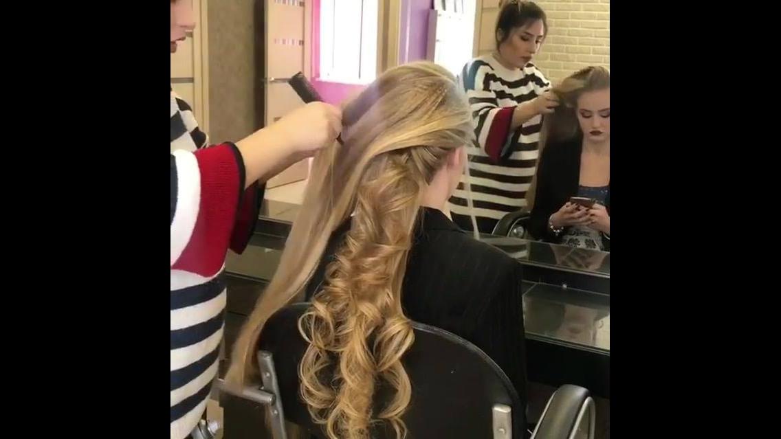 Penteado preso e enrolado para cabelos longos