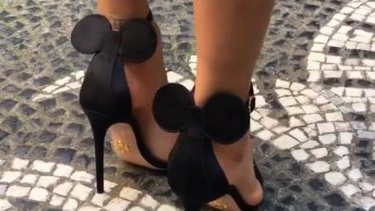 Sandália Com Orelhinhas Da Minie, Olha Só Que Coisa Mais Linda!