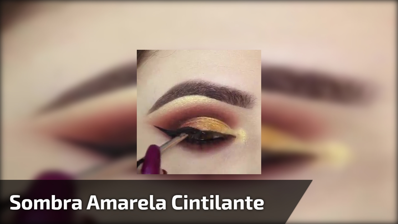 Sombra amarela cintilante com esfumado marrom, e delineado, combinação perfeita!