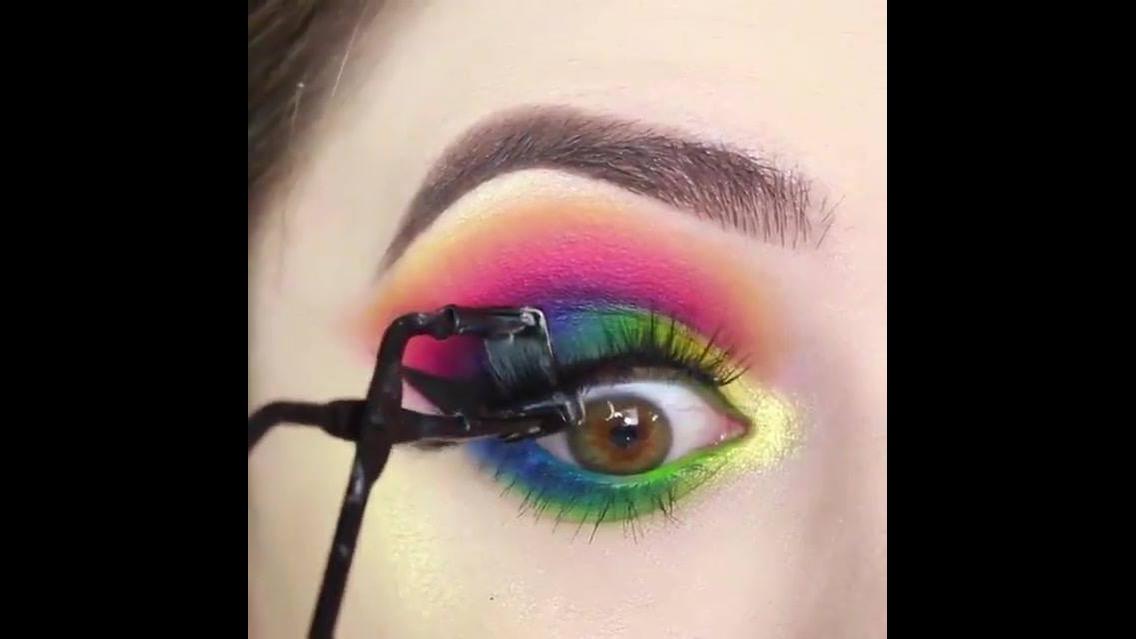 Sombra colorida para os olhos