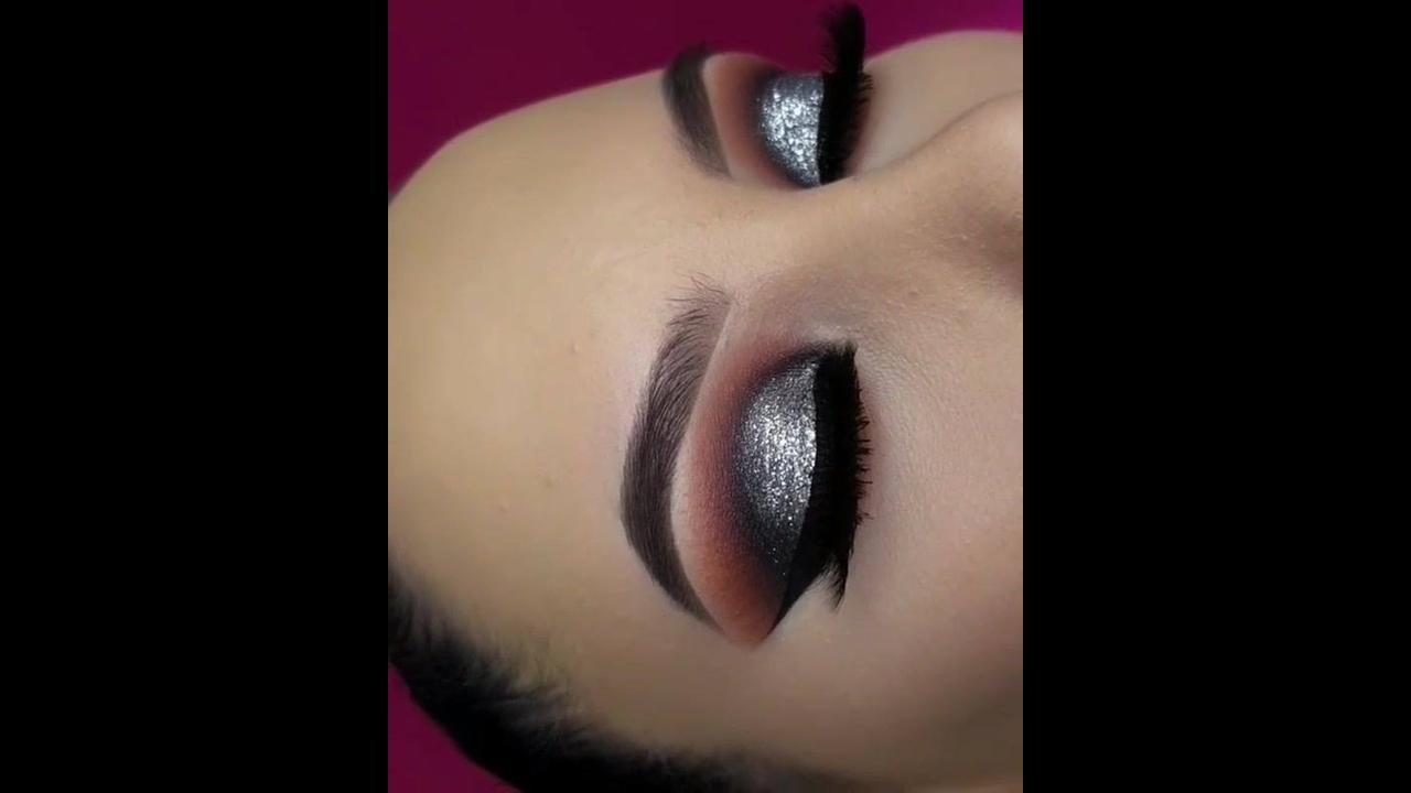 Sombra prata com Glitter e esfumado marrom e delineado preto