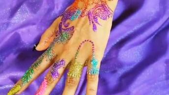 Tatuagem De Henna Feita Com Glitter, Olha Só Que Coisa Mais Linda!
