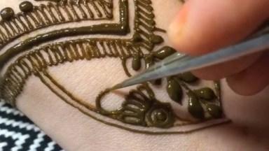 Tatuagem De Henna Sendo Feita, Um Trabalho Muito Lindo E Perfeito!