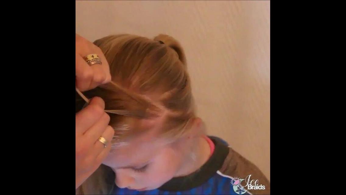 Tiara feita com o próprio cabelo e com um lindo acessório
