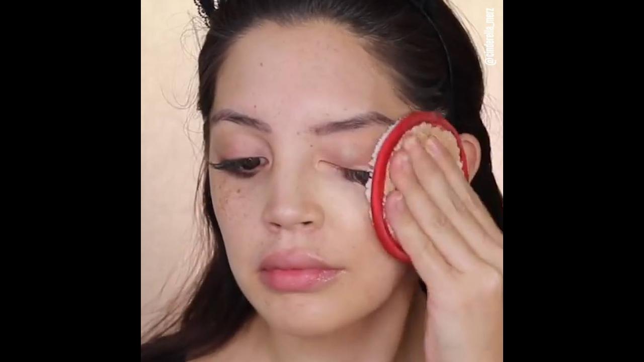 Tirando a maquiagem e cuidando da pele