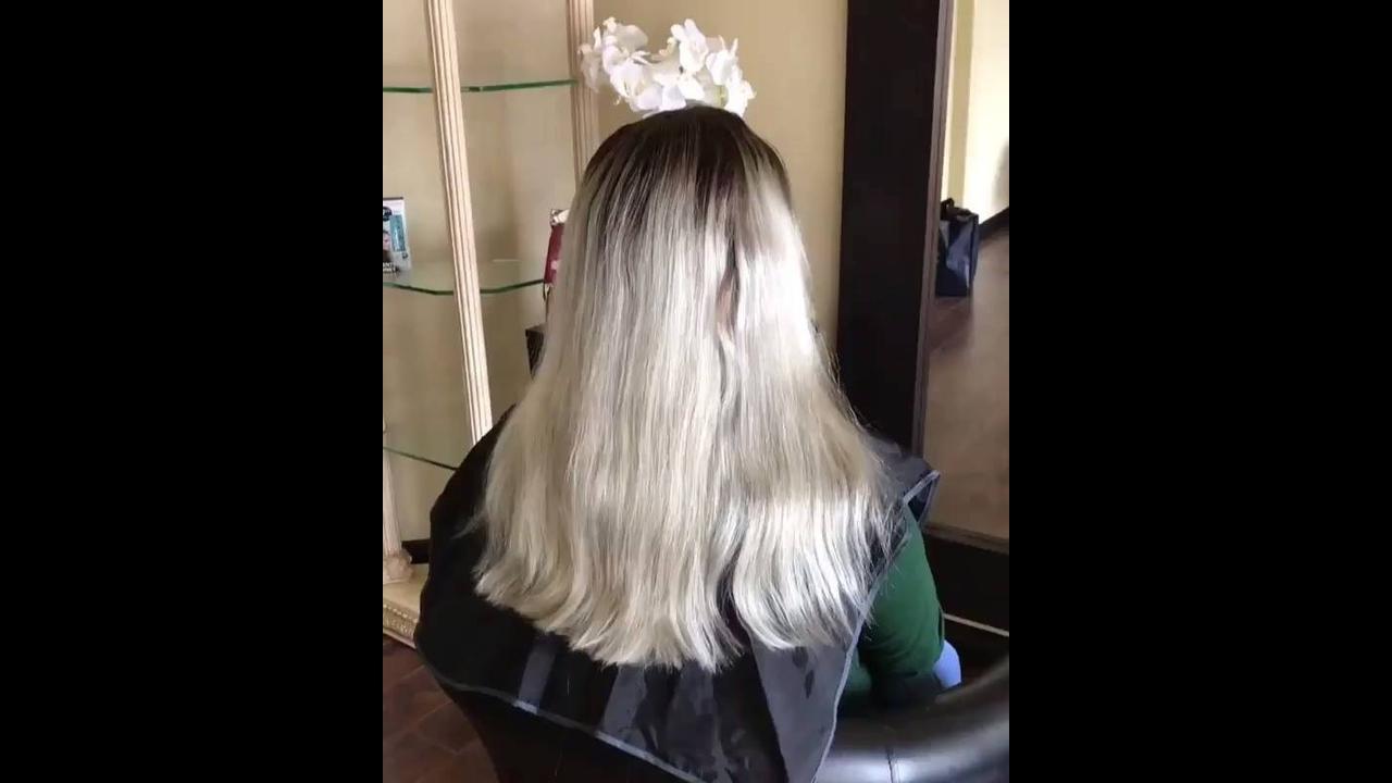 Transformação de cabelo loiro para colorido