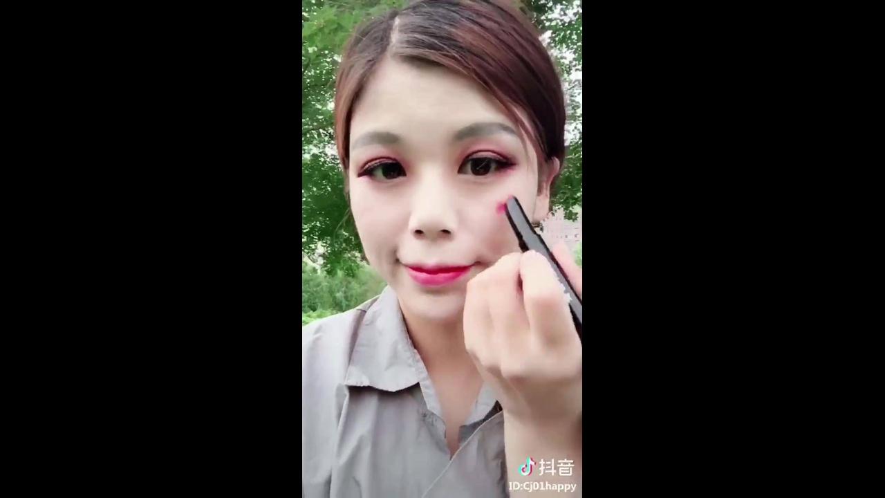 Transformações com maquiagem impressionantes