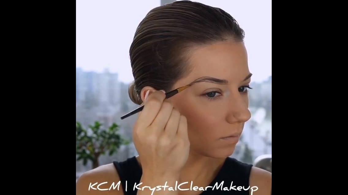 Tutorial de correção de sobrancelhas e maquiagem com batom escuro!!!