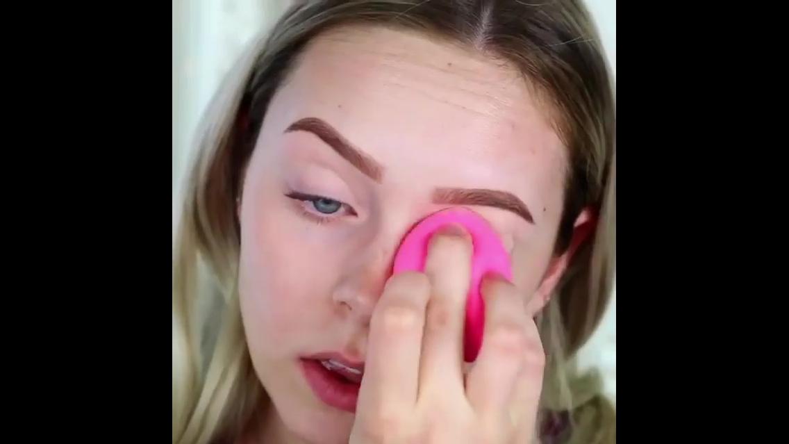 Tutorial de maquiagem com batom rosa