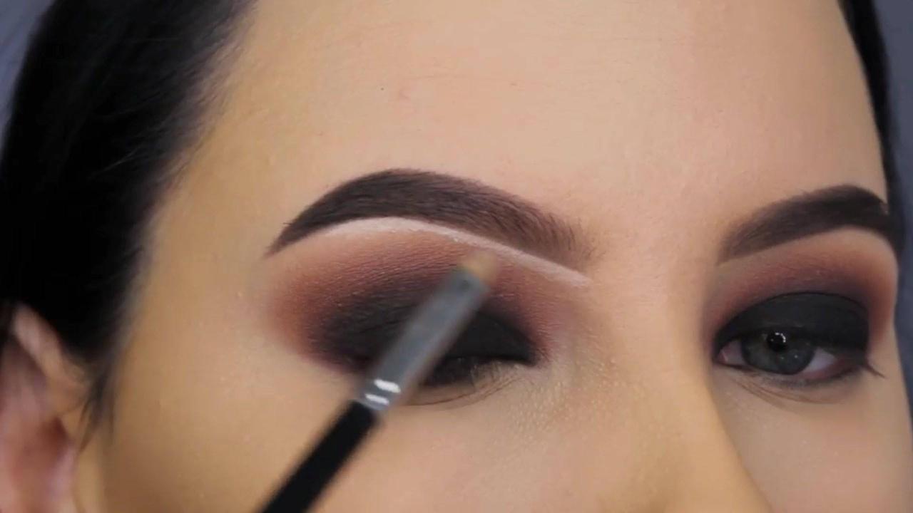 Tutorial de maquiagem com maravilhosa sombra preta esfumada!!!