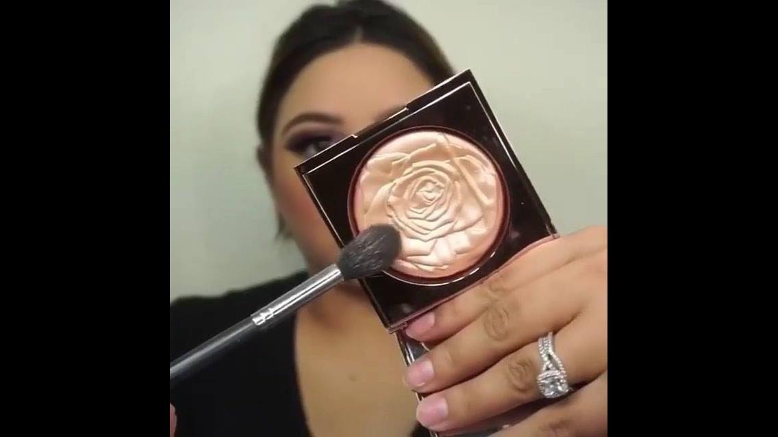 Tutorial de maquiagem com menos de um minuto