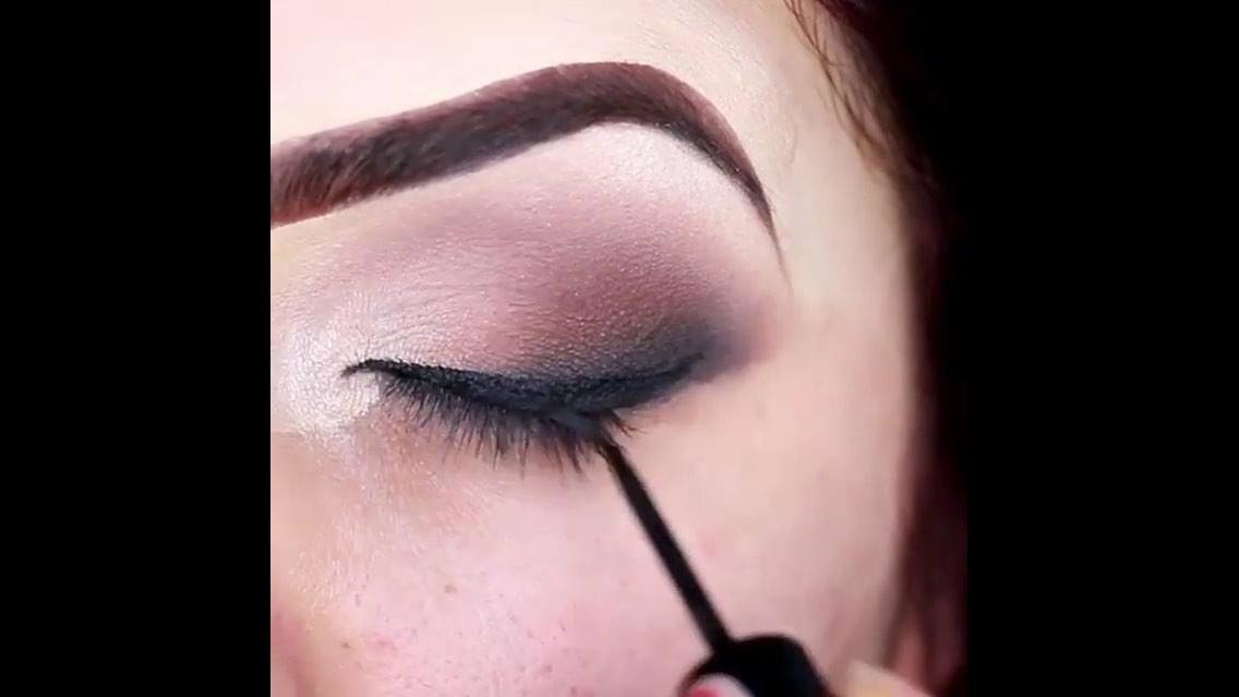 Tutorial de maquiagem com olhar marcante