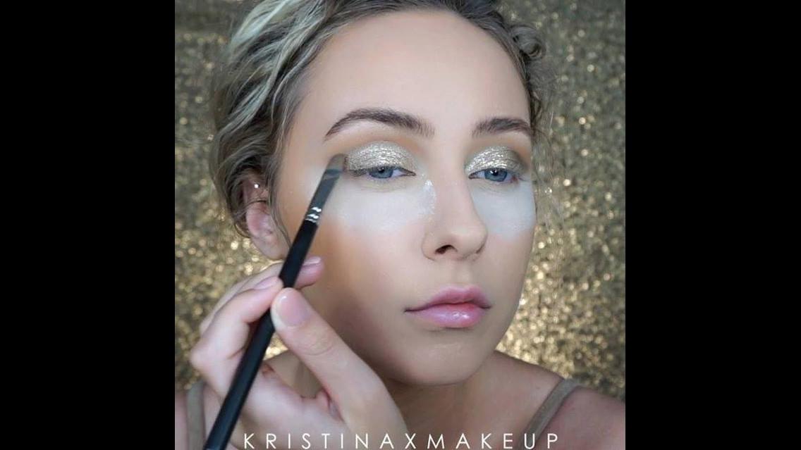 Tutorial de maquiagem com sombra dourada