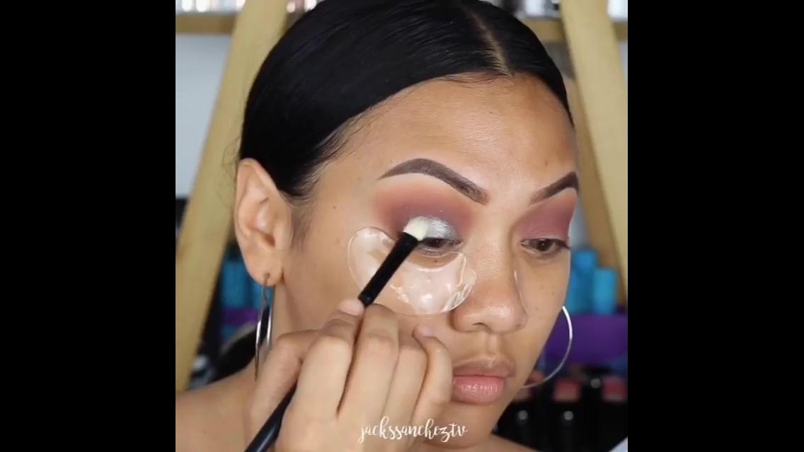 Tutorial de maquiagem para compartilhar no Facebook e mencionar as amigas