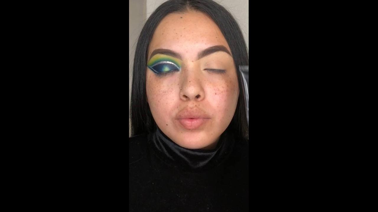 Tutorial de maquiagem para compartilhar no Facebook