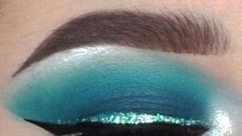 Tutorial De Sombra Azul Com Delineado Com Glitter, Olha Só Que Linda!