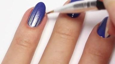 Tutorial De Unhas Com Esmalte Azul Com Filha Unica Em Desenho Prata!