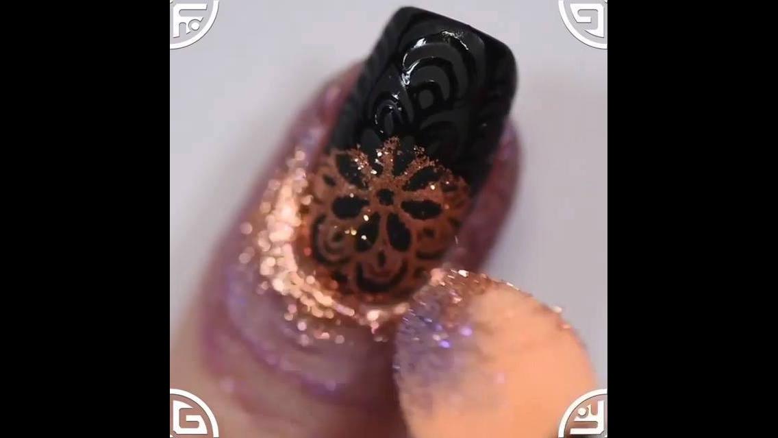 Tutorial de unhas decoradas com a técnica de carimbos