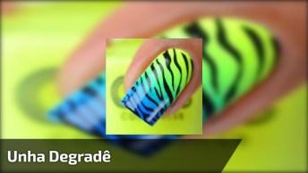 Unha Decorada Com Degradê Na Cor Amarelo, Verde E Azul, Com Carimbo De Zebra!