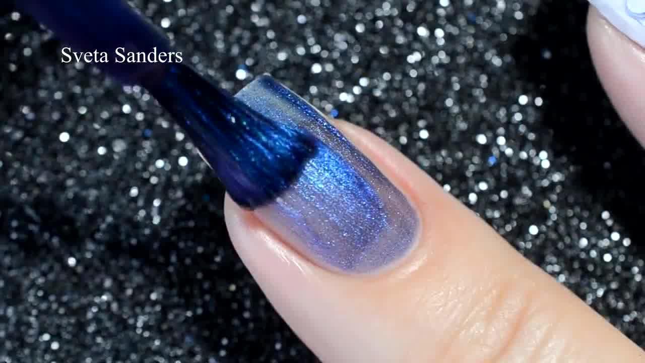 Unha decorada para usar com uma roupa azul, que ideia sensacional!