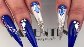 Unha Stiletto Com Esmalte Azul Marinho, E Cravejada De Cristais!