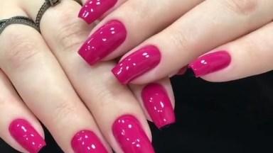 Unhas Com Esmalte Rosa Maravilhoso E Formato Quadrado, Veja Que Linda!