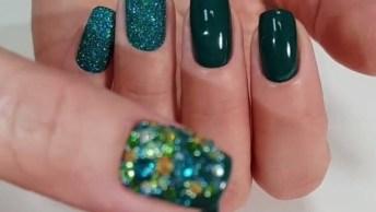 Unhas Com Esmalte Verde, Com Filha Unica Com Glitter E Aplicação De Strass!