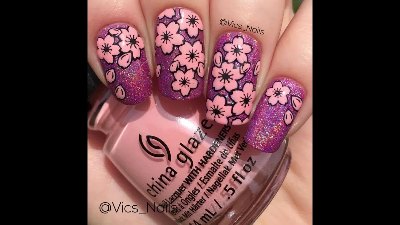 Unhas com flores rosas para usar na primavera