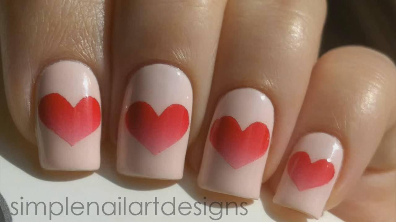Unhas decoradas com coração com cor degradê, que ideia incrível!