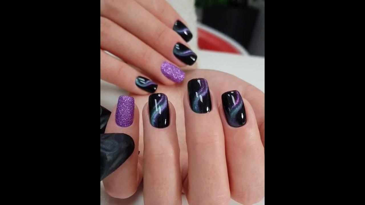 Unhas feitas com detalhes lilás, que show de unhas