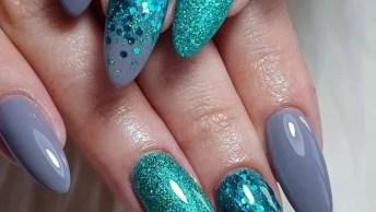 Unhas Na Cor Cinza, Com Detalhes Com Glitter Na Cor Jade, Simplesmente Perfeita!
