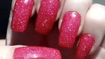 Unhas Vermelhas E Com Glitter, É Para Arrasar De Verdade, Confira!