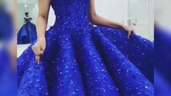 Vestido Azul Que Parece Ter Saído Direto De Um Conto De Fadas, Como É Lindo!